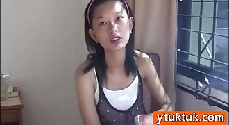 Skinny inexperienced Asian babe giving head in hotel room